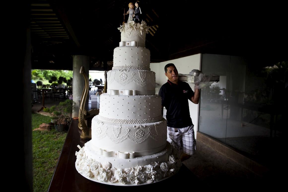 Debaixo da gambeira realizam-se casamentos e festas