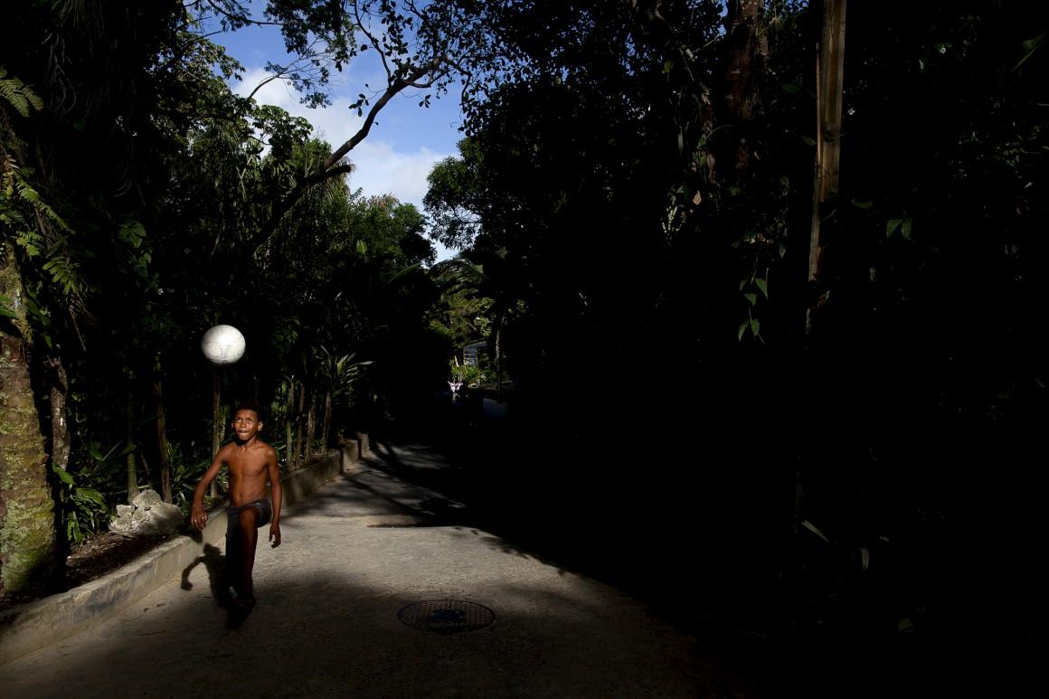 No Brasil joga-se à bola - aqui, no Morro de São Paulo seja
