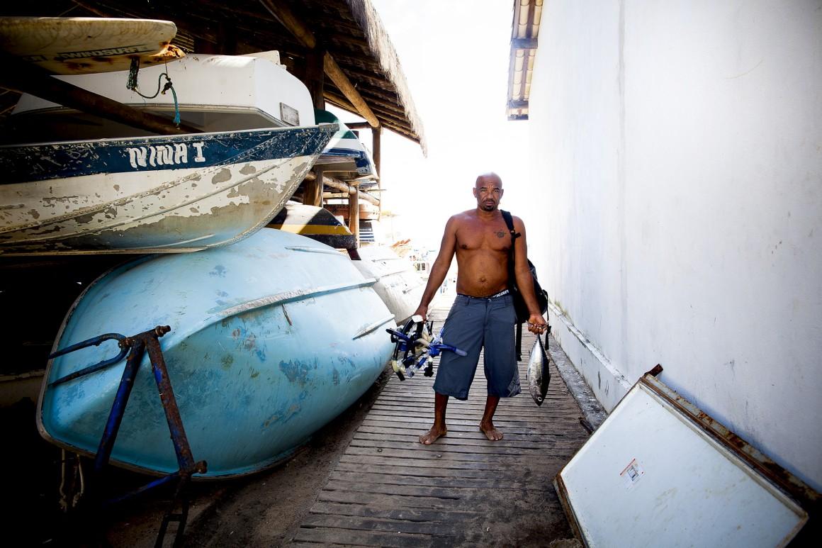 No porto da Praia do Forte, onde também se recupera após um mergulho ou ida à pesca