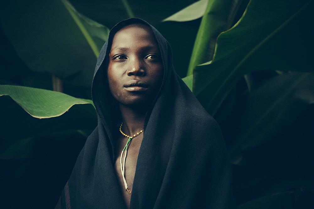 Vanishing & Emerging Cultures, imagem única, menção honrosa: Toby Adamson (Reino Unido): Jovem da tribo Suri, Kibish, Etiópia