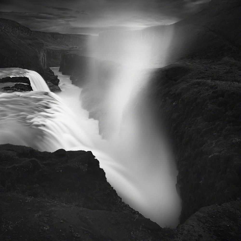 Monocromático, segundo classificado (também melhor imagem isolada em portefólio), Emmanuel Coupe (França): Catarata de Gullfoss, Islândia