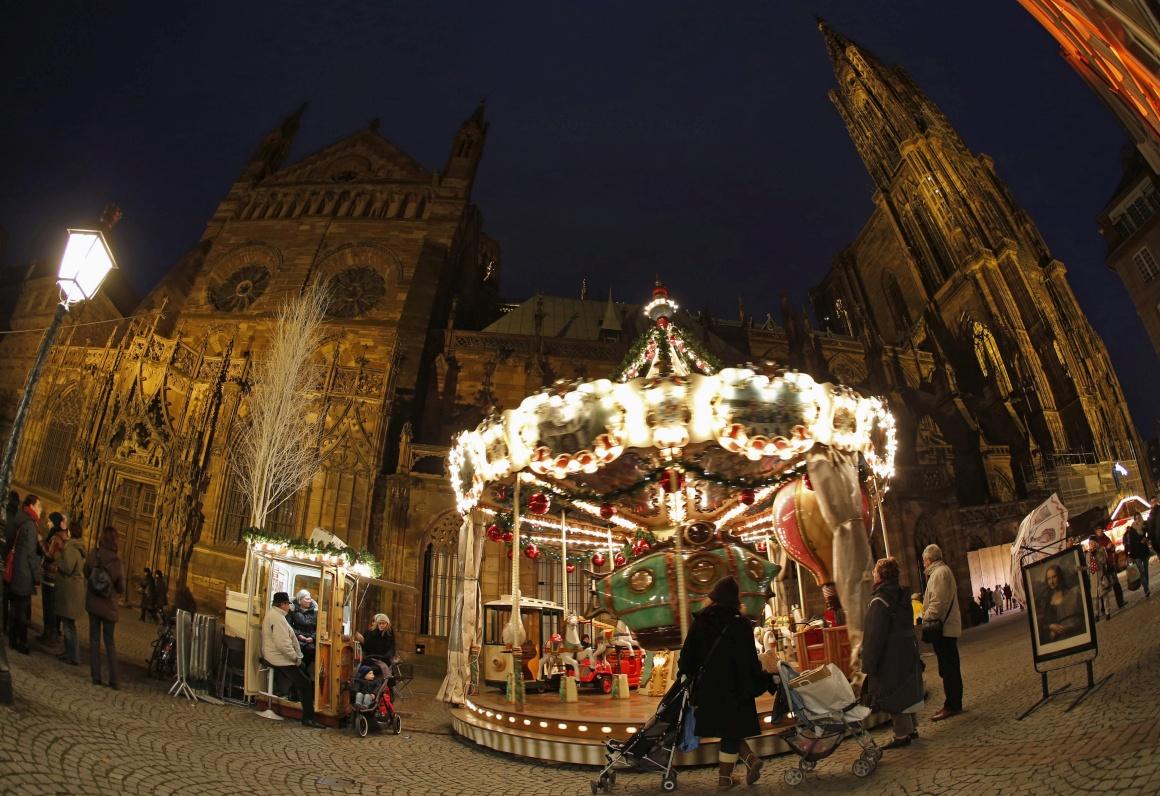 França, Estrasburgo, Mercado do Menino Jesus - o mais antigo mercado de Natal francês