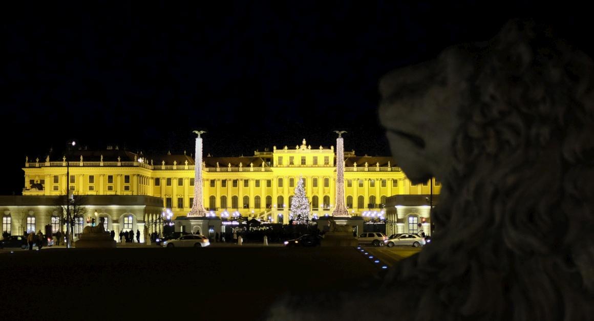 Viena, frente ao Palácio Schonbrunn