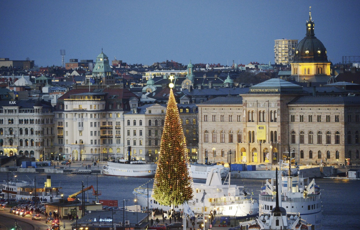 Suécia, Estocolmo, árvore de Natal com 36m de altura