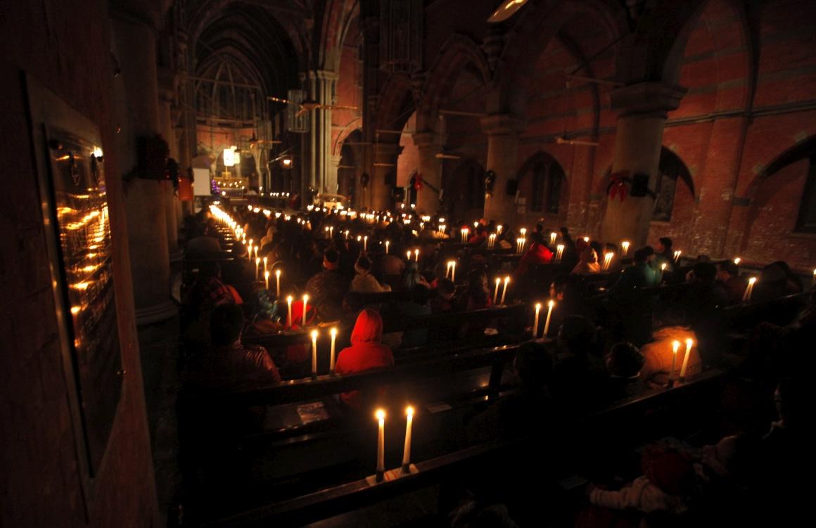 Paquistão, Cristãos paquistaneses participam numa missa de Natal na Catedral de Lahore