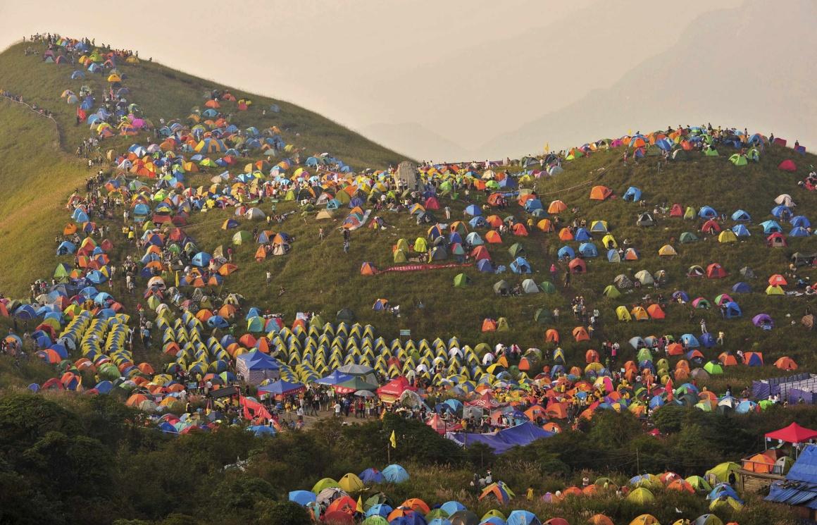 CHINA, 14.09.2013. Durante o 1º Festival Internacional de Campismo no Monte Wugongshan de Pingxiang. Participaram mais de 15 mil campistas de todo o mundo