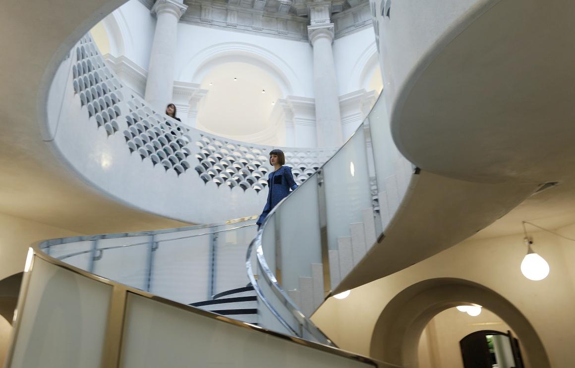 REINO UNIDO, 18.11.2013. A nova escada em espiral da Tate Britain, em Londres