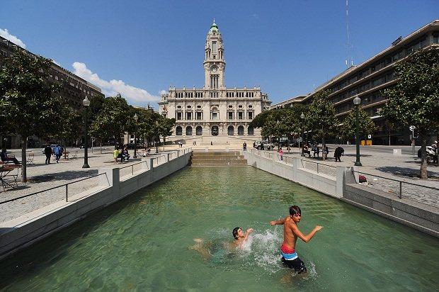 Lago em frente à Câmara Municipal do Porto