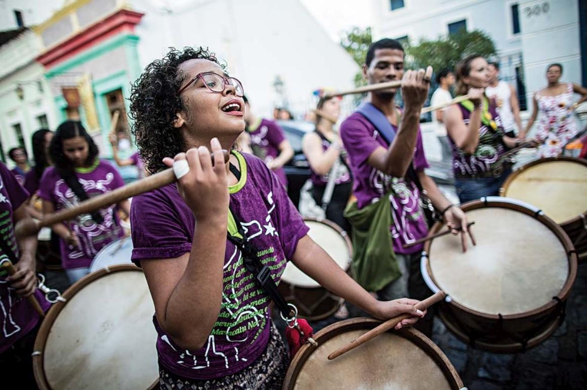 No Nordeste do Brasil o Carnaval tem frevo, maracatu e coco
