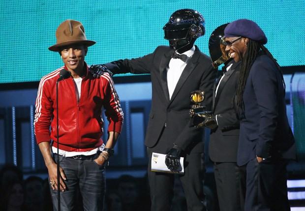 Pharrell Williams na 56ª cerimónia dos Grammys com os Daft Punk e Niles Rogers