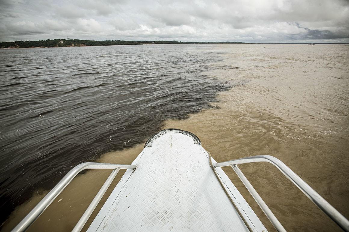 Encontro das águas, zona de encontro das águas dos rios Negro e Salimões