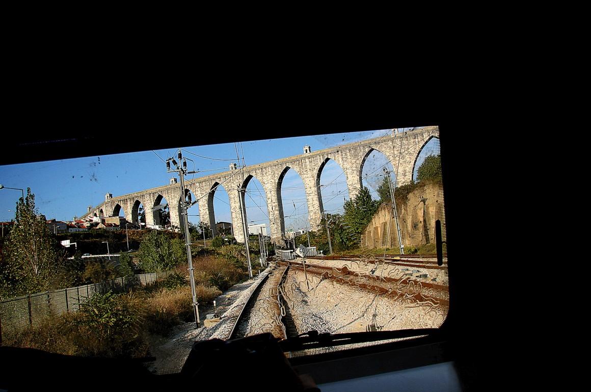 Por Portugal, seguindo os monumentais aquedutos da História
