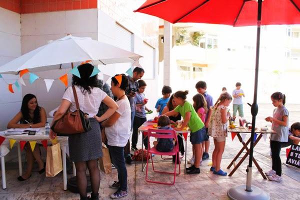 Actividades e sessão de autógrafos no exterior da Livraria Cabeçudos