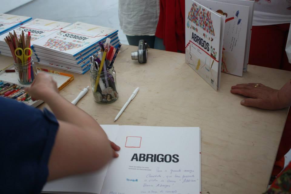 Abrigos, edição Tcharan, lançado a 3 de Maio na Livraria Papa-Livros, Porto