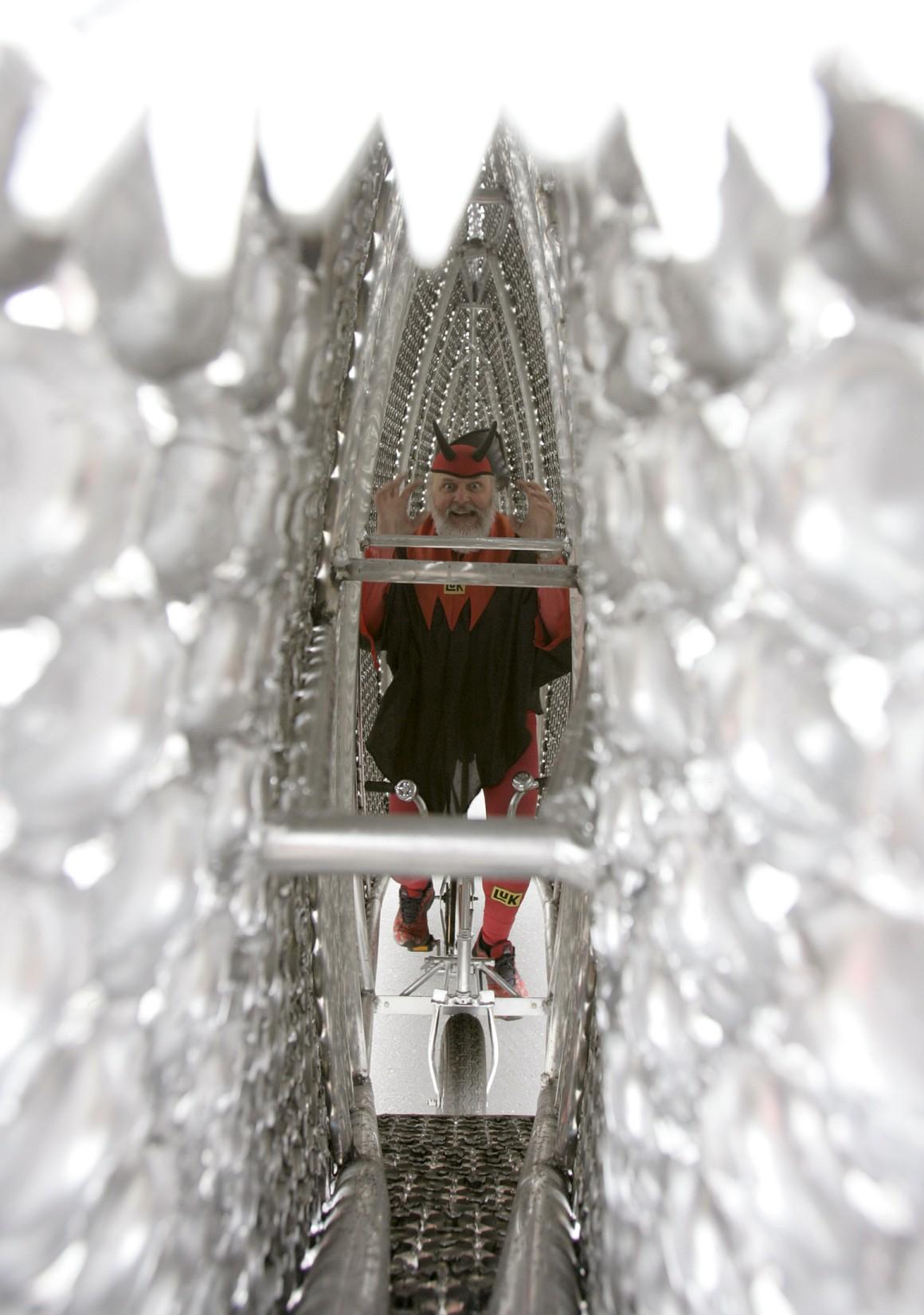 Klingelfisch (Peixe-campainha), em 2007, inclui 10 mil campainhas de bicicletas