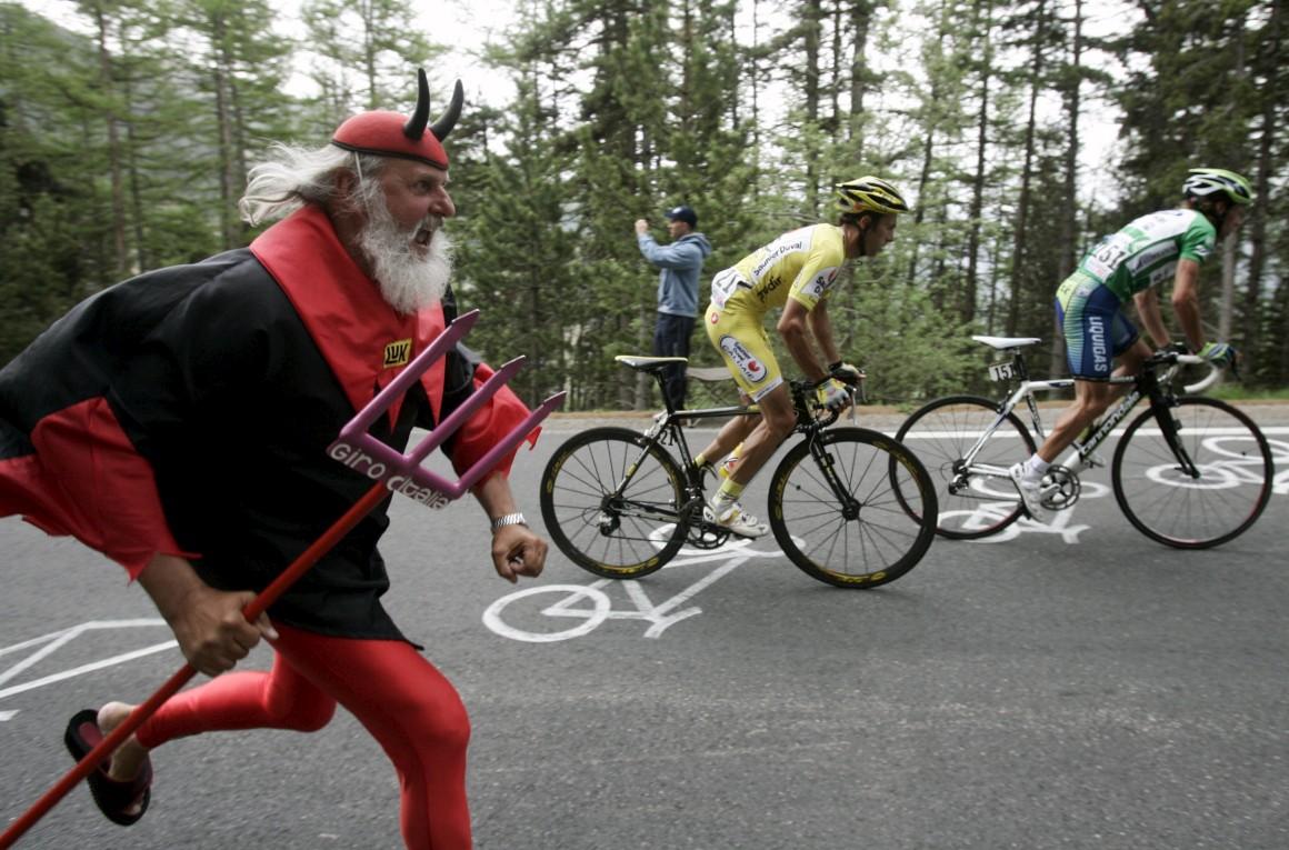 El Diablo começou por dar nas vistas nas voltas em bicicleta. Aqui, no Giro d'Italia