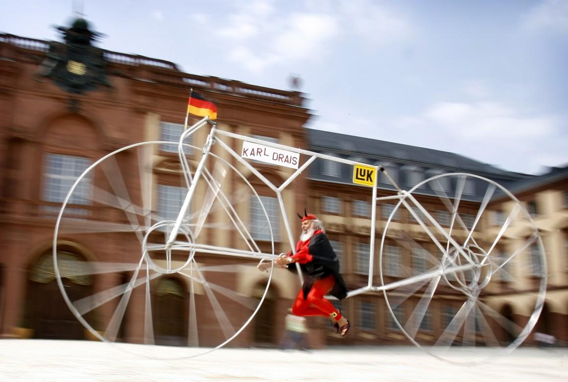 A Laufrad, de 2007. Homenagem ao inventor alemão Karl von Drais, considerado o