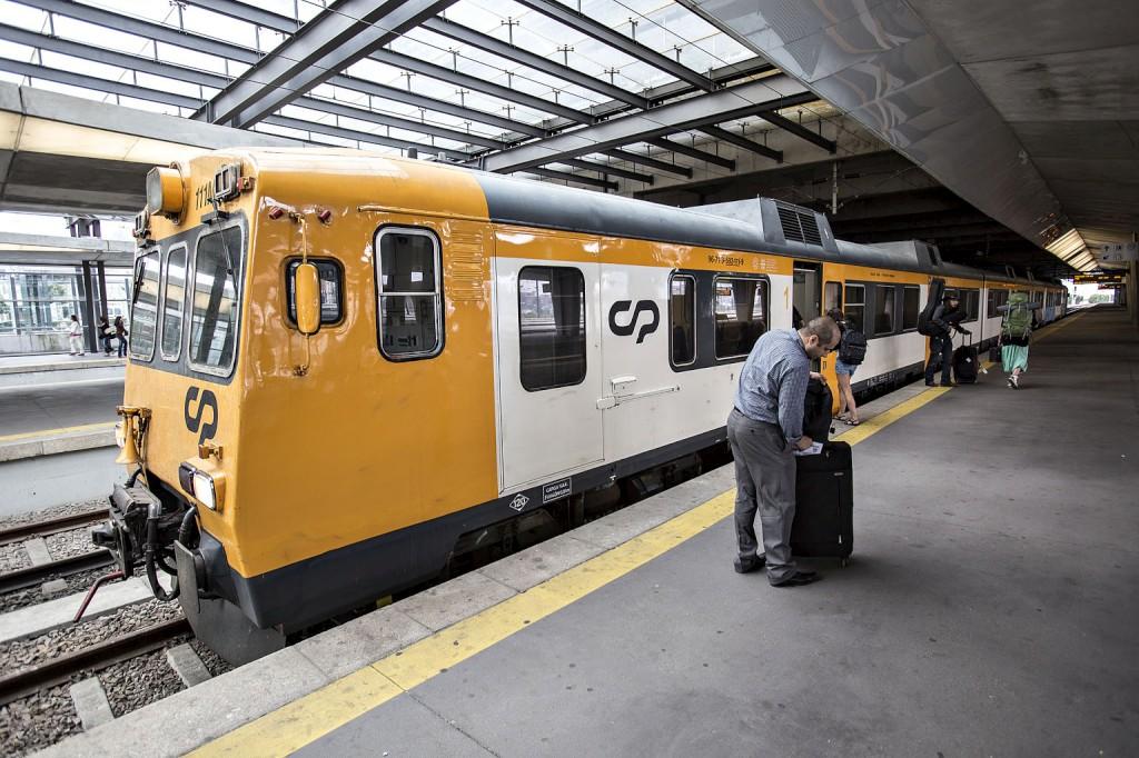 O material circulante ao serviço da ligação Porto-Vigo já data dos anos 1980