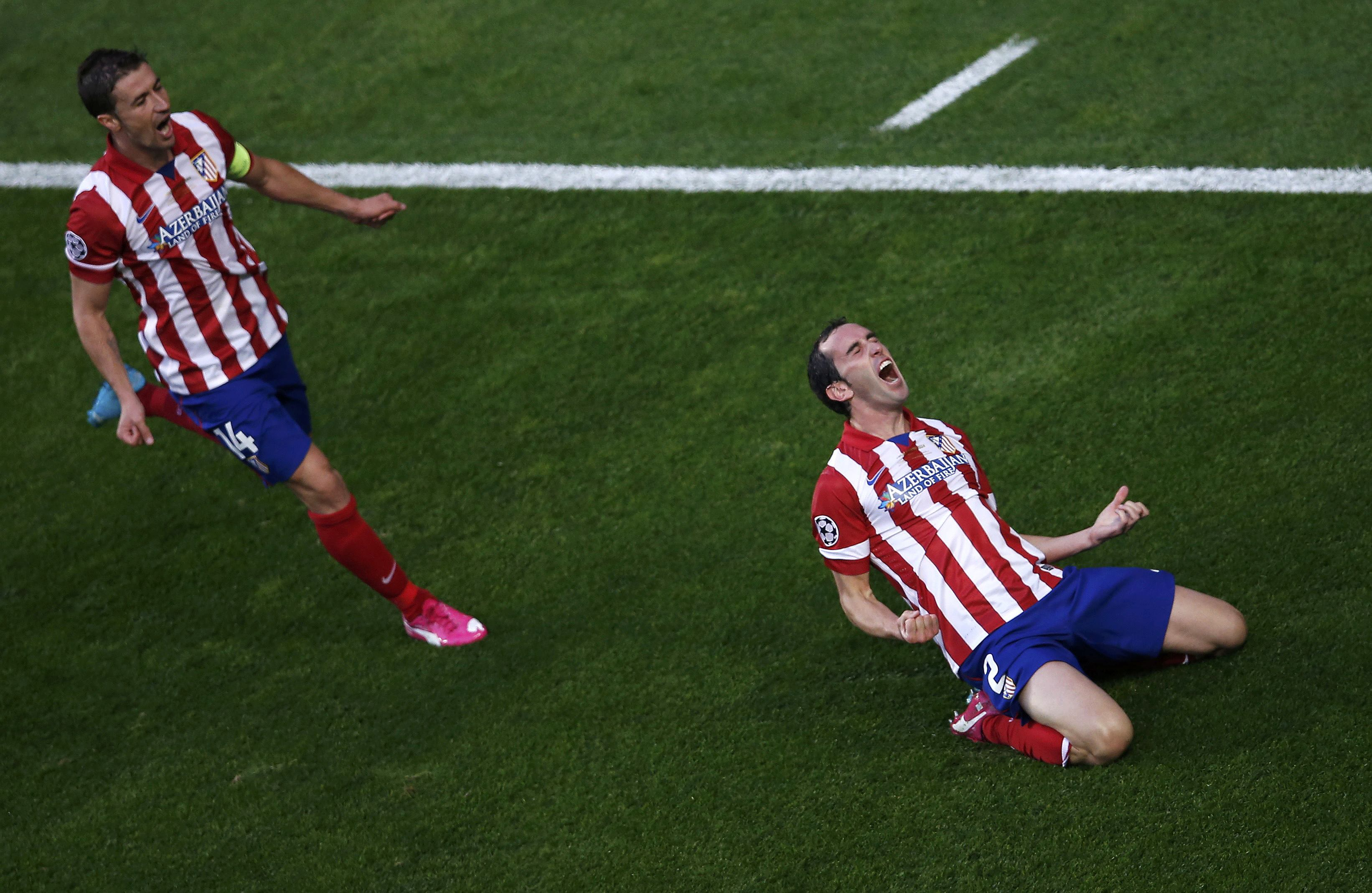 Diego Godin celebra com Gabi