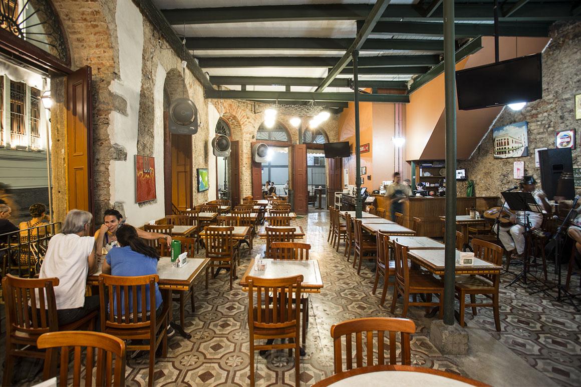 Bar Adelos, casa de um português no Centro do Rio