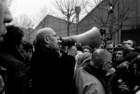 Michel Foucault com Jean-Paul Sartre numa manifestação de apoio à comunidade de imigrantes magrebinosda Goutte d'Or, em Paris, em Novembro de 1971