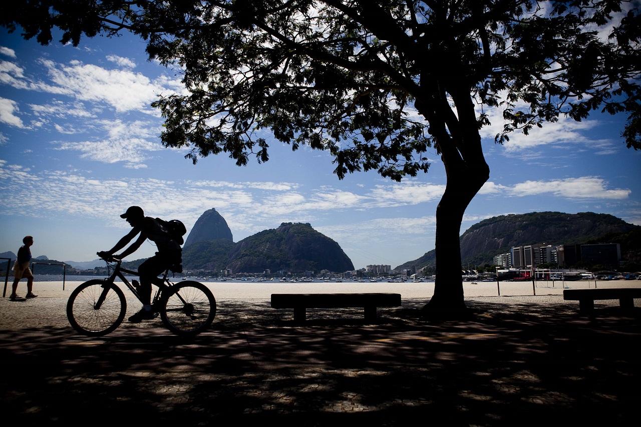 Fevereiro de 2011. Baía junto à Av. Aterro do Flamengo, no Rio de Janeiro