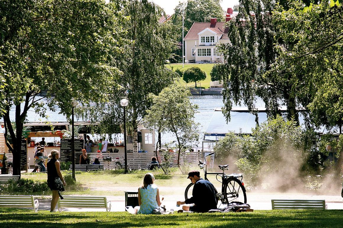 No Verão, as margens do rio Umeä fervilham de vida com a presença de muitos jovens