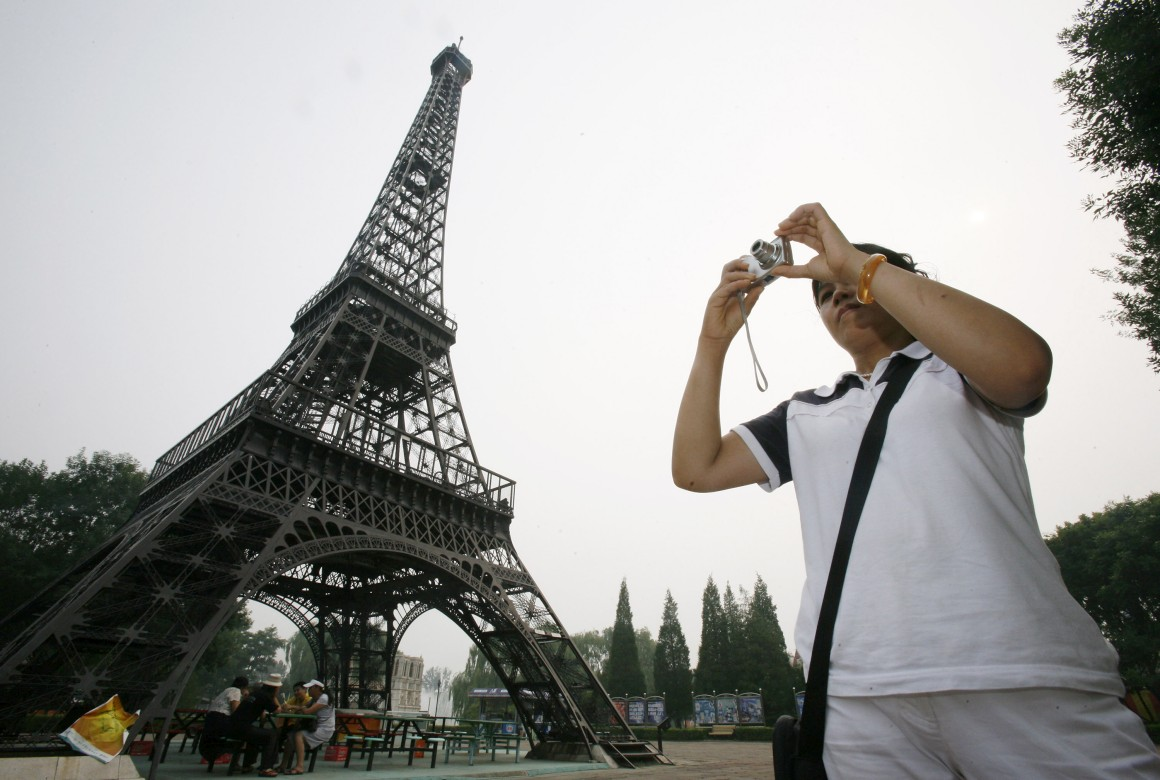 Eiffel made in China. Esta fica no Parque Mundial de Pequim.