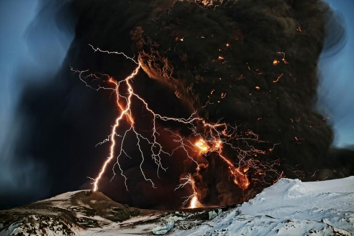 Vulcão Eyjafjallajokul (o tal que chegou a bloquear os céus europeus), Islândia