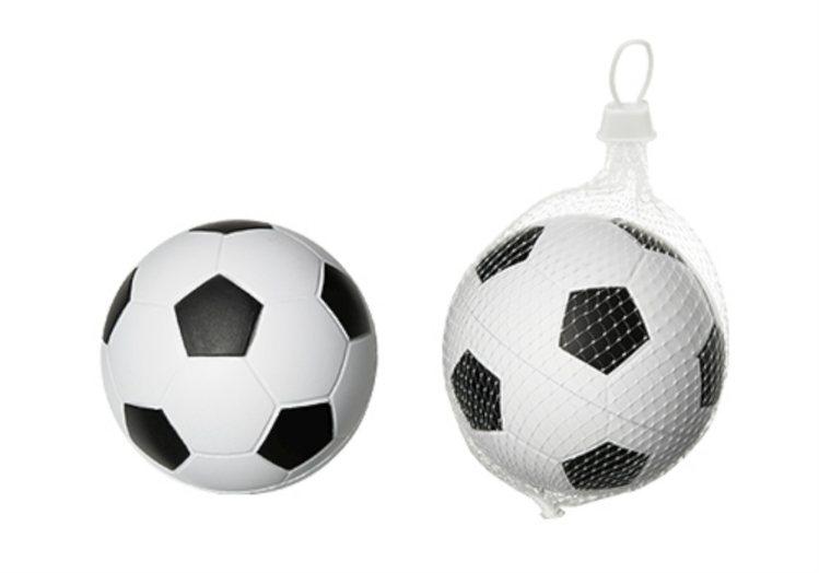 H&M retira do mercado bolas de futebol para bebé por risco de asfixia