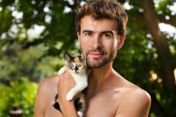 Homens em tronco nu e gatinhos? Um sucesso em livro