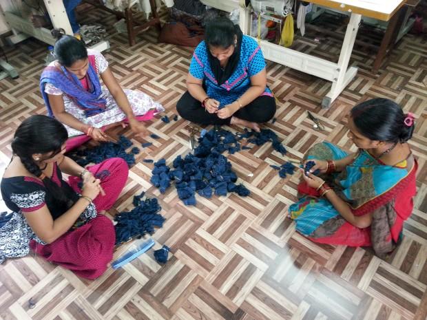 Um cachecol para ajudar as mulheres indianas