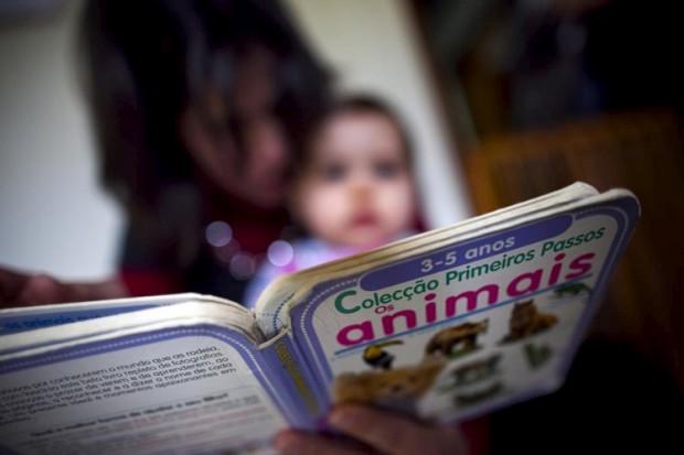 Telemóvel ou filhos? O que é prioritário pode não ser tão óbvio para alguns pais
