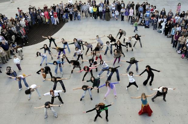 Dançar pela generosidade contra a guerra e a violência
