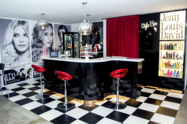No Príncipe Real, há um bar onde se corta o cabelo