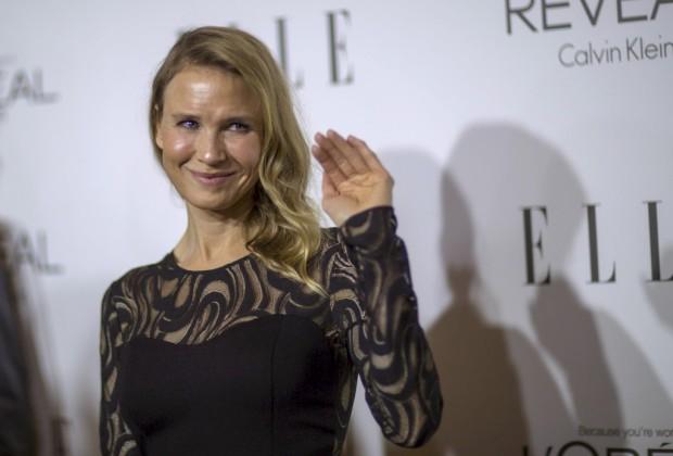 Renée Zellwegger na passadeira vermelha dos prémios Women in Hollywood da revista Elle na segunda-feira à noite em Los Angeles