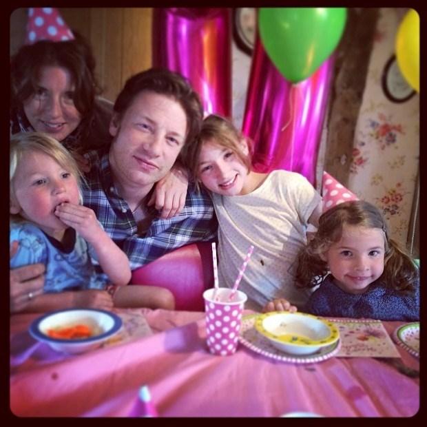 O chef Jamie Oliver com a família
