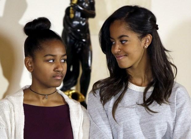 Sasha, de 13 anos, e Malia, de 16, durante a cerimónia