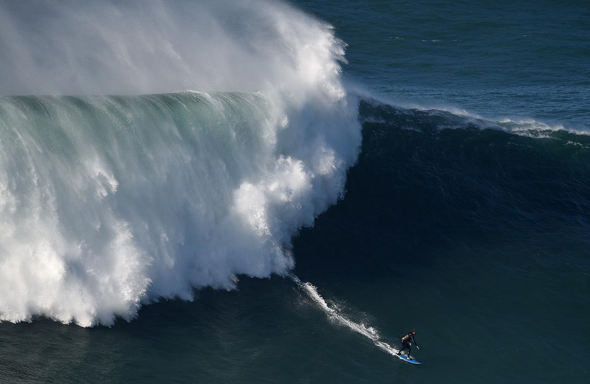 Na Nazaré há uma coisa que nunca falha: as ondas