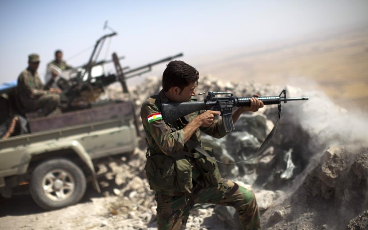 Peshmerga curdo combate as forças do Estado Islâmico, Mosul