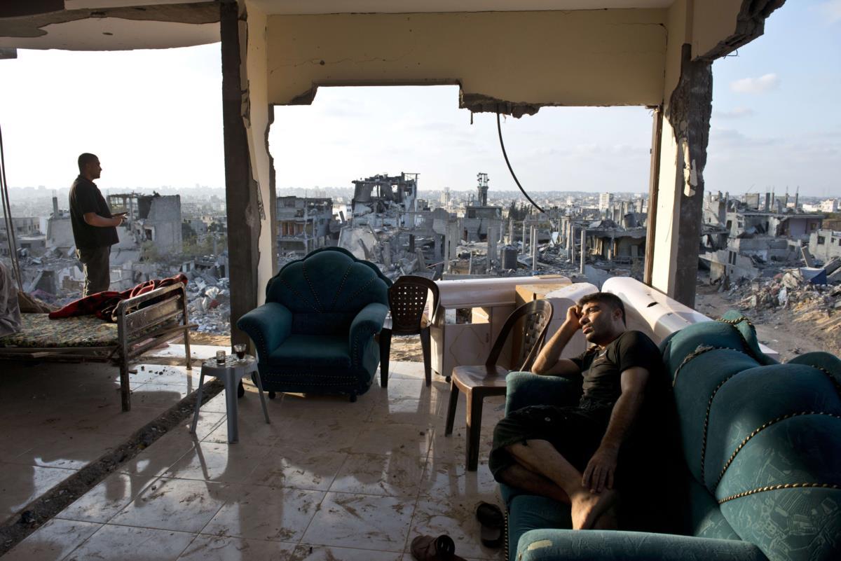 Casa destruída por bombardeamentos israelitas, Gaza