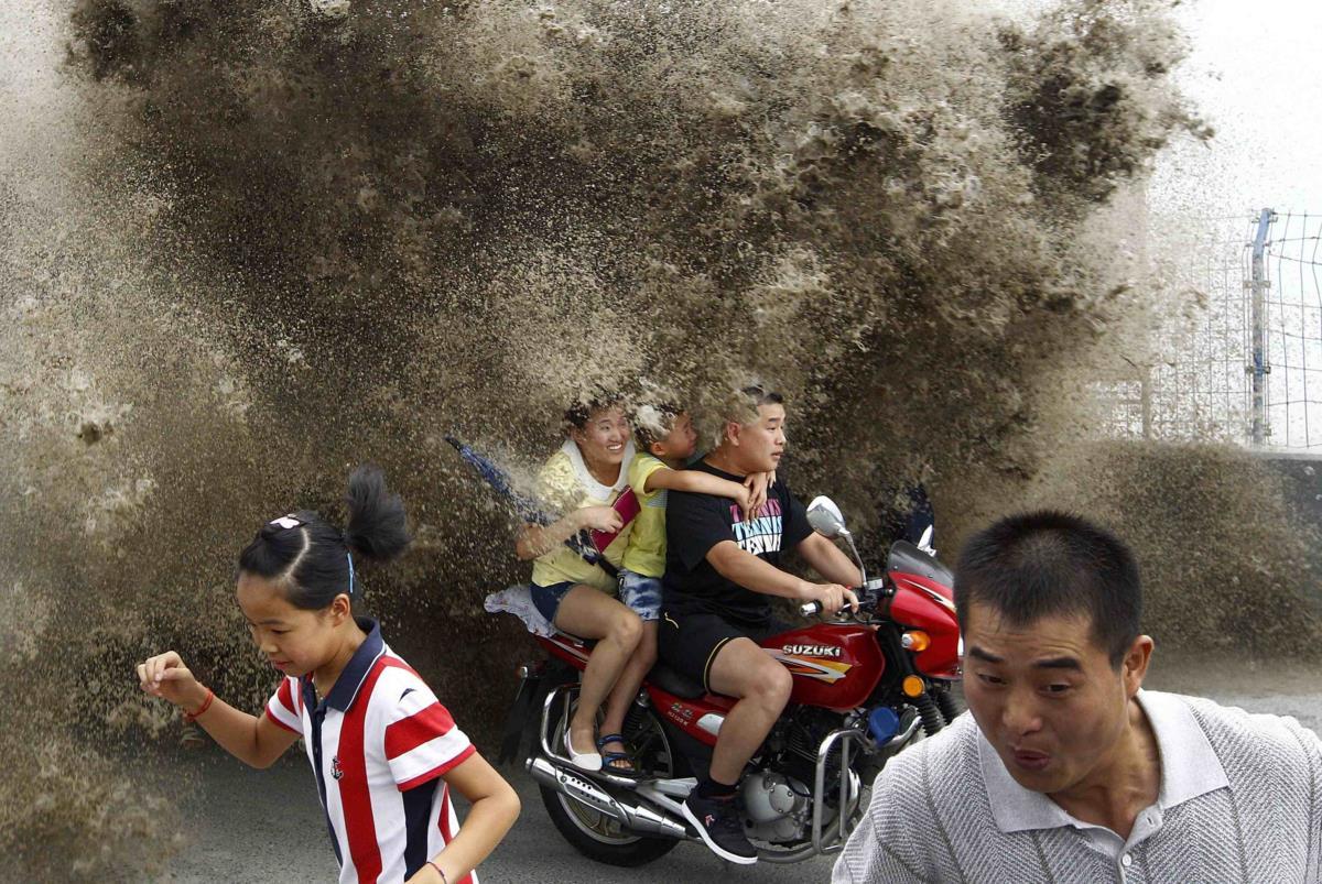 Mar violento na cidade costeira de Zhejiang, China