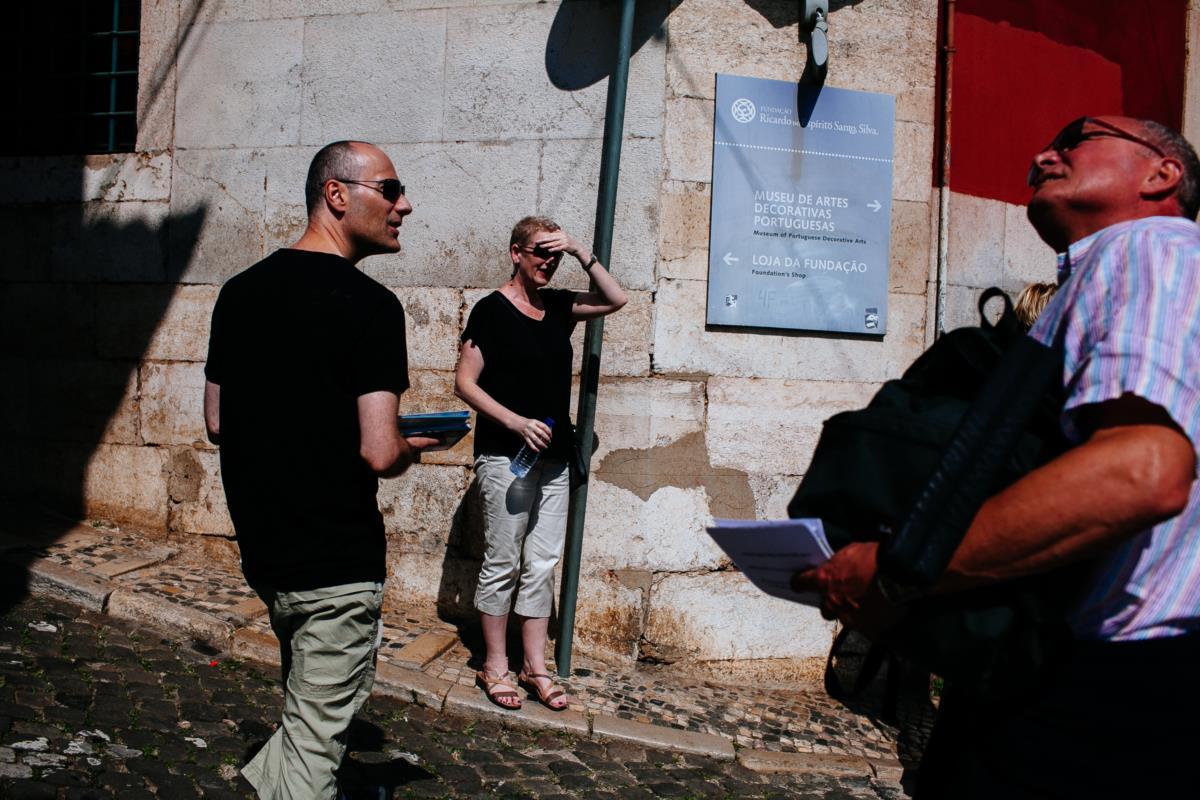 Turistas na zona velha de Lisboa