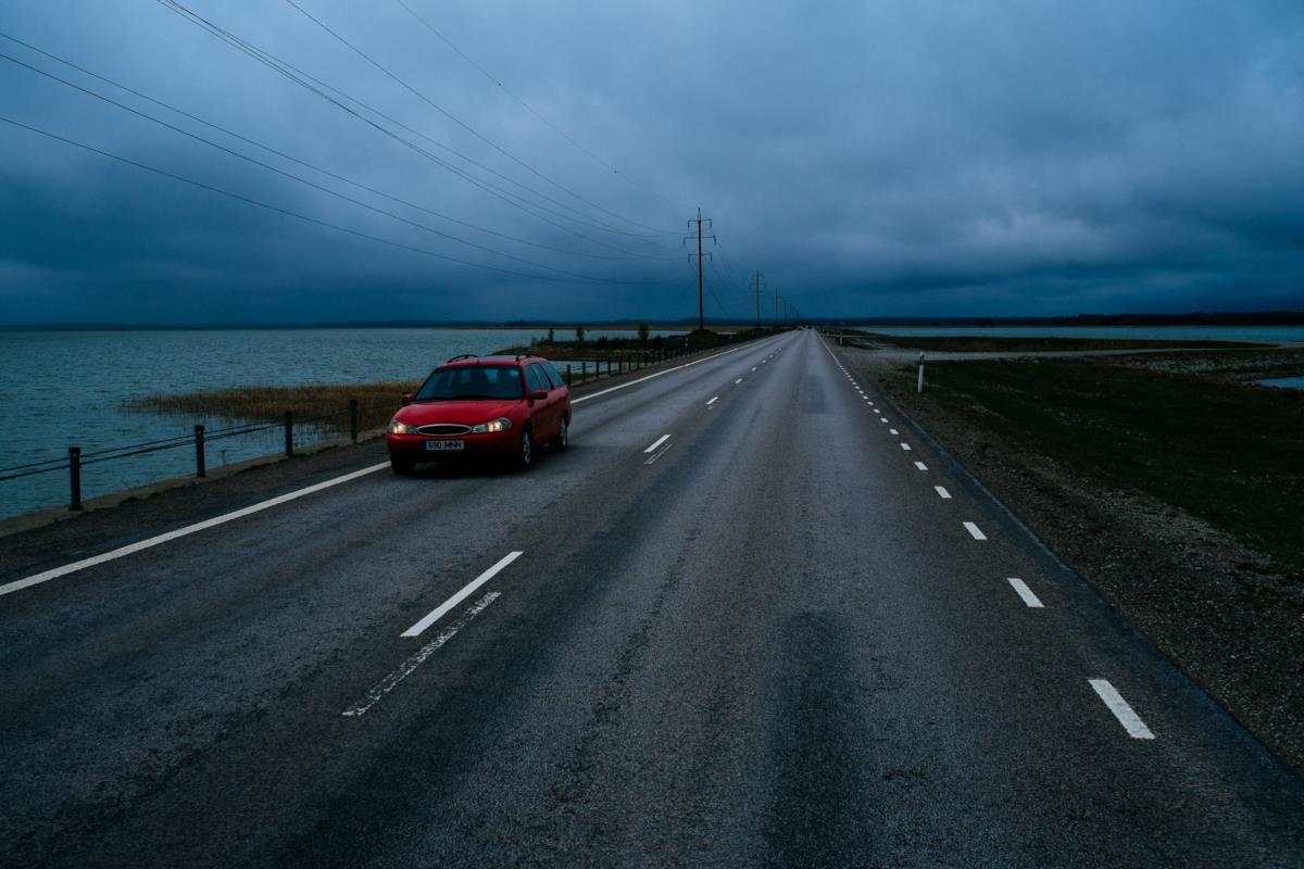 Estrada que liga as ilhas de Muhu e Saaremaa, Estónia