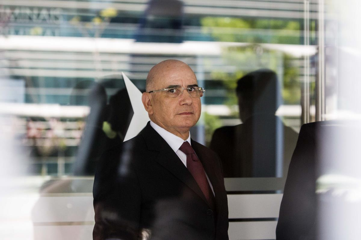 Duarte Lima à entrada do Tribunal de Instrução Criminal