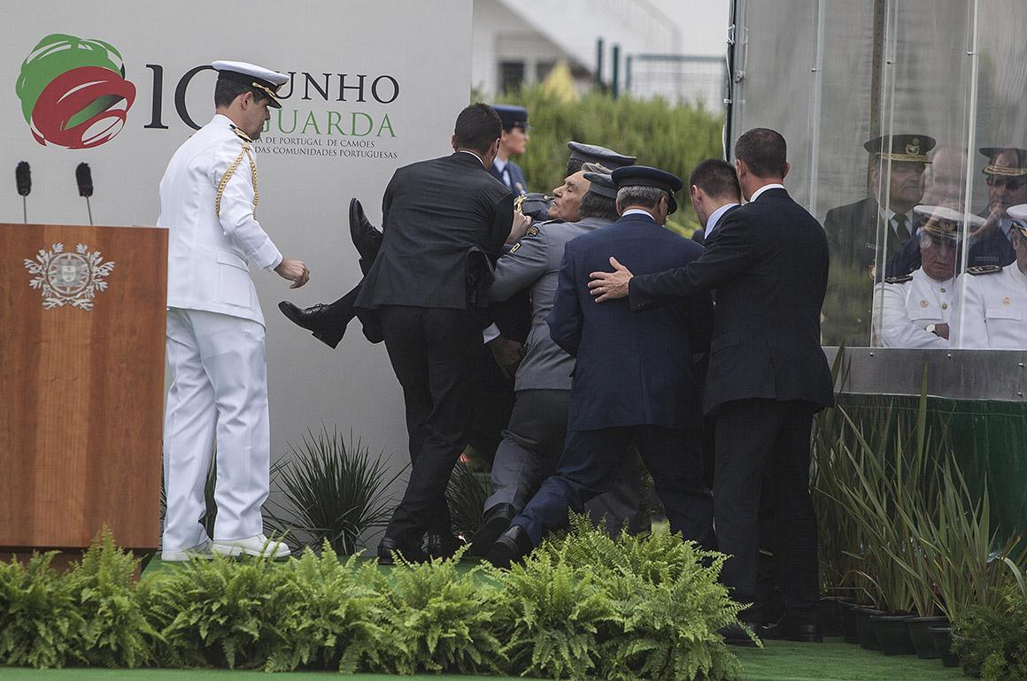 Comemorações do 10 de Junho, Dia de Portugal, Camões e das Comunidades Portuguesas - Cerimónia militar, durante a qual o Presidente da República, Anibal Cavaco Silva, se sentiu mal durante o seu discurso