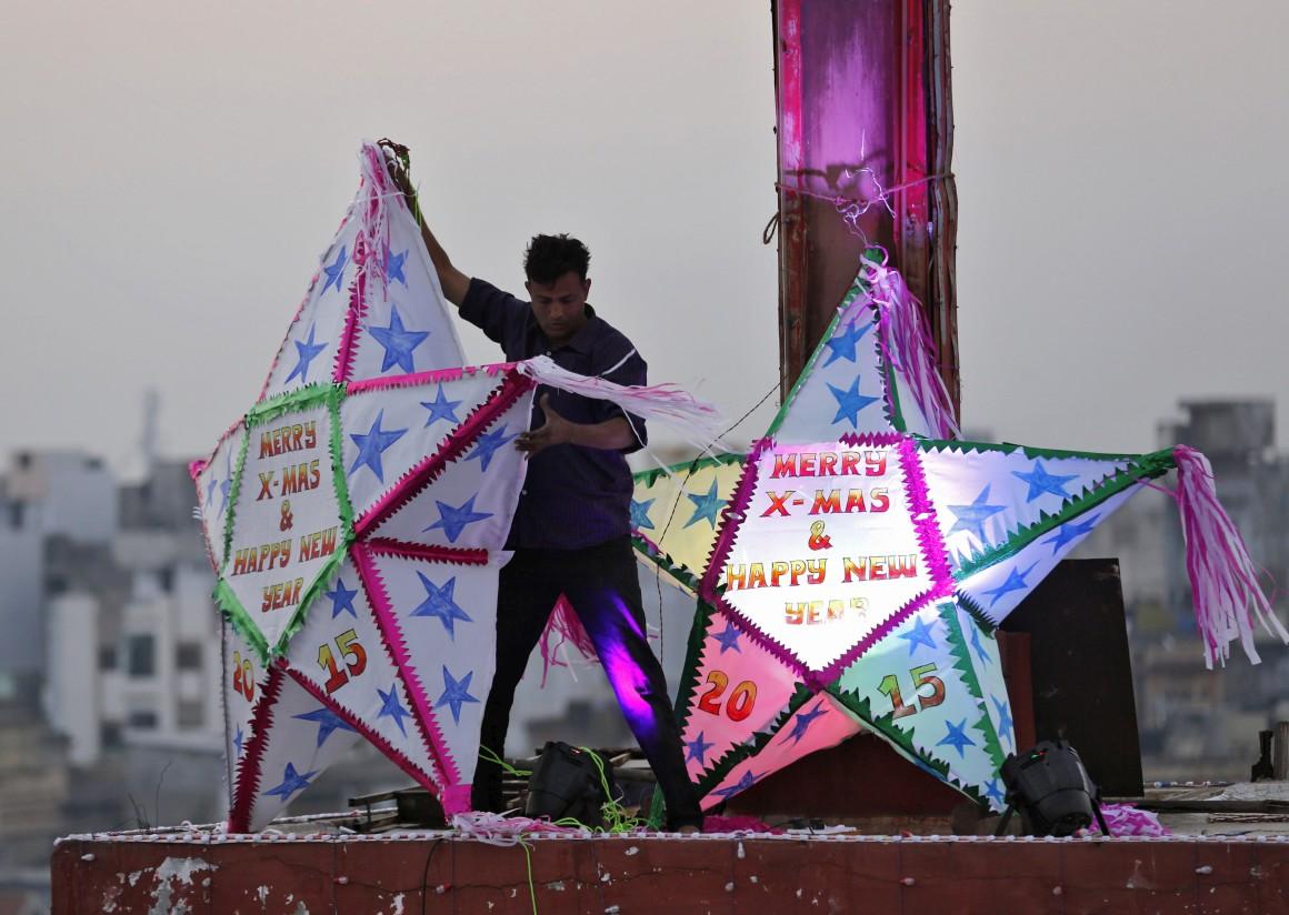 Índia, decorações numa igreja católica de  Ahmedabad