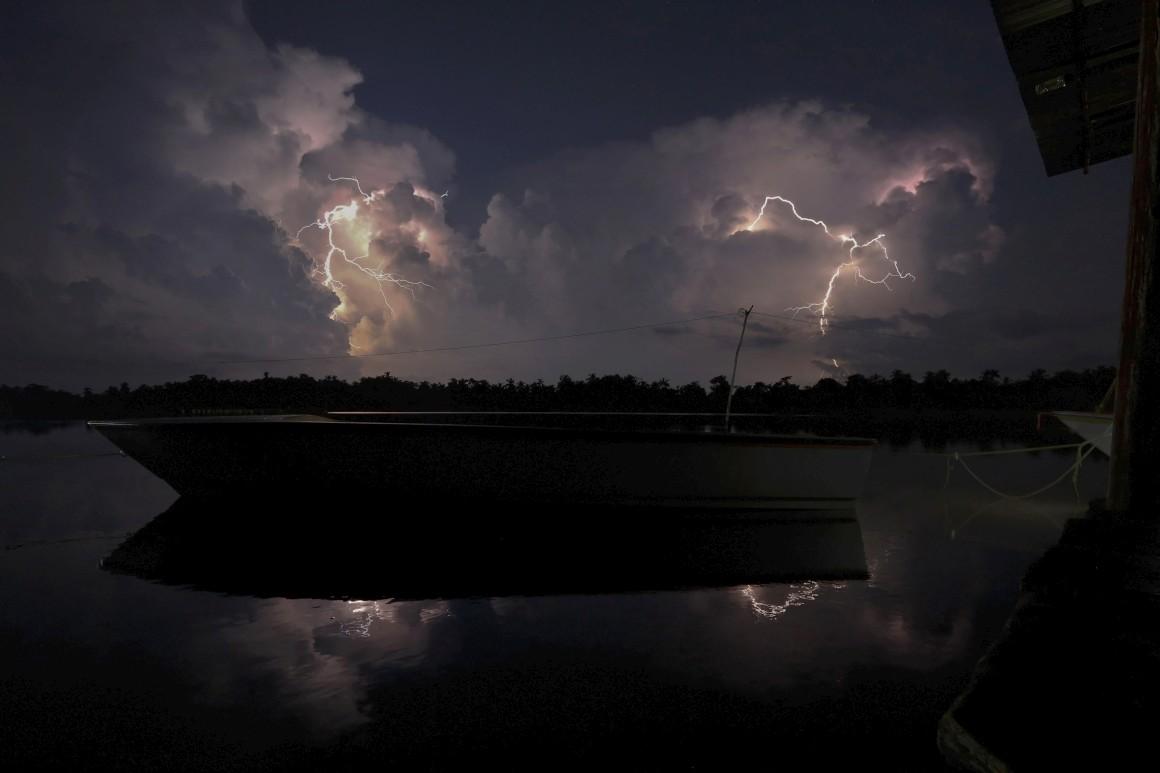 Venezuela, Rio Catatumbo - Lago Maracaibo. Zona do planeta com mais relâmpagos: está no Guinness com 250 clarões por km2/ano