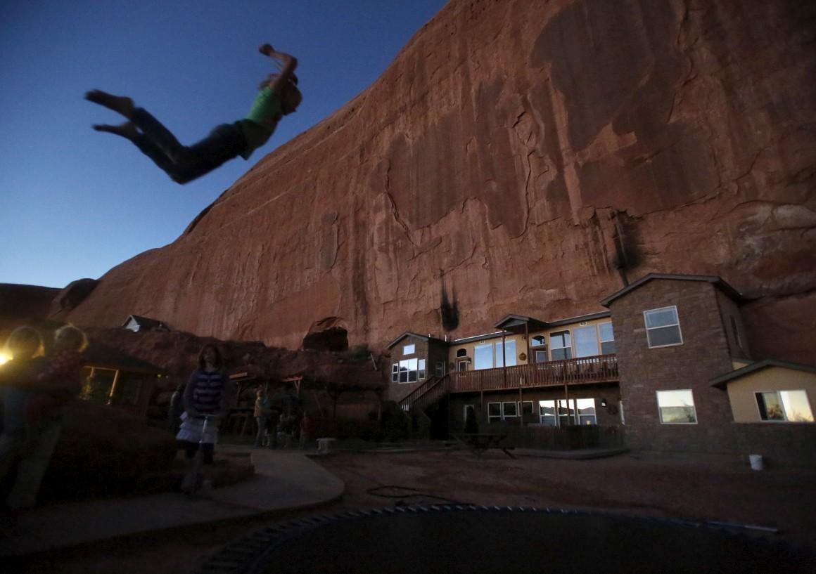EUA, Rockland Ranch, Utah. Chamam-lhe The Rock e alberga umas 15 famílias, cem pessoas. Foi construído perto do Parque Nacional de Canyonlands por Mormons.
