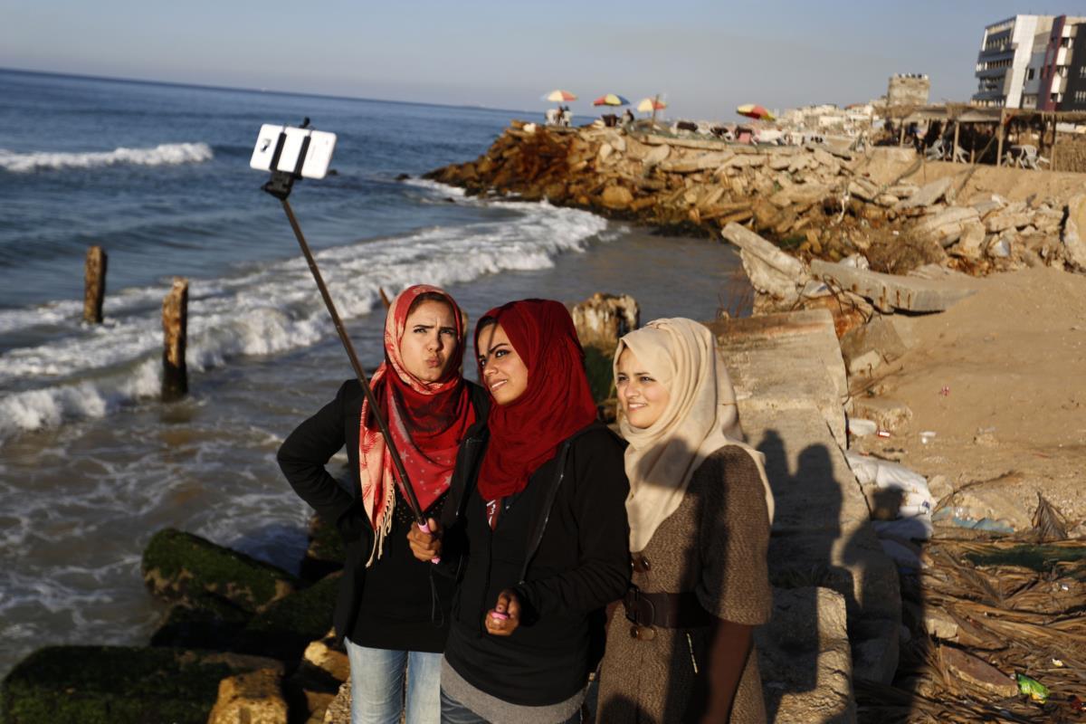 Selfie de fim de ano numa praia da Palestina